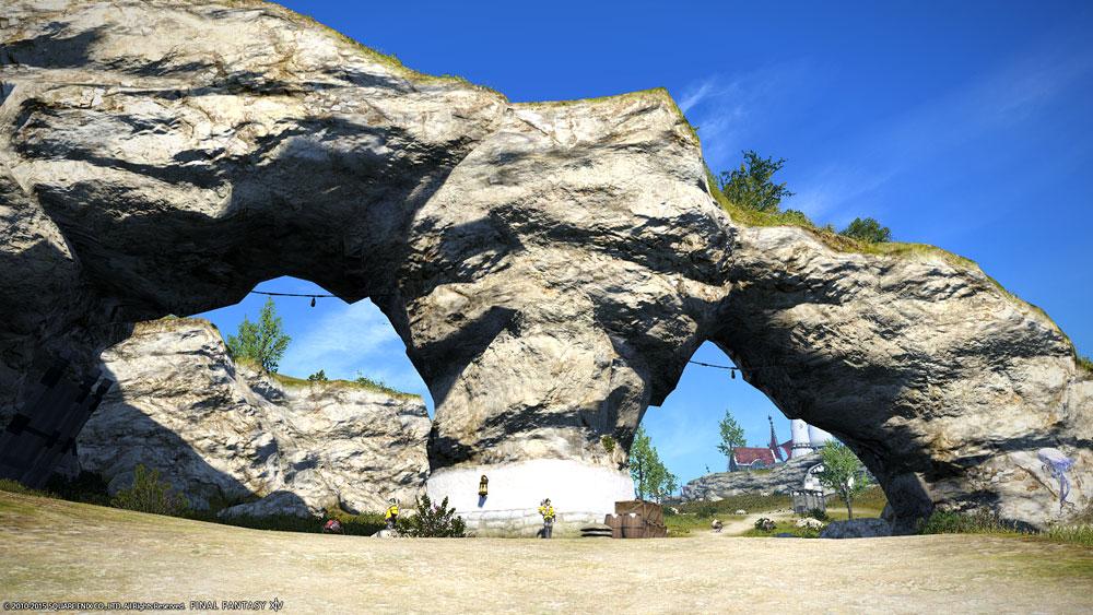 眼鏡岩(低地ラノシア) - 観光...